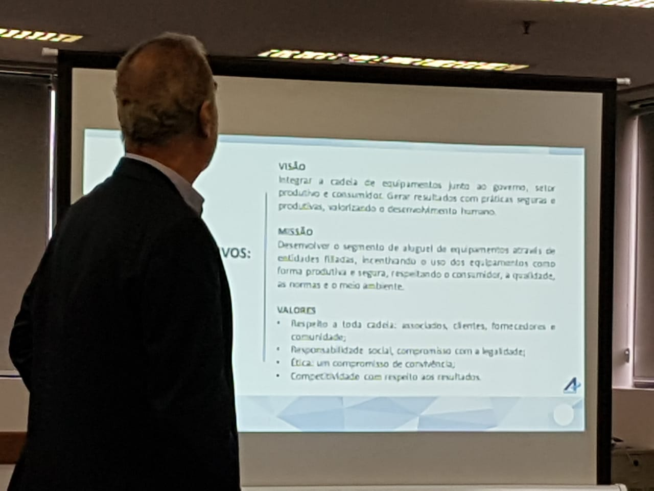 Apelmat participa de reunião da ANALOC para formação de conselho