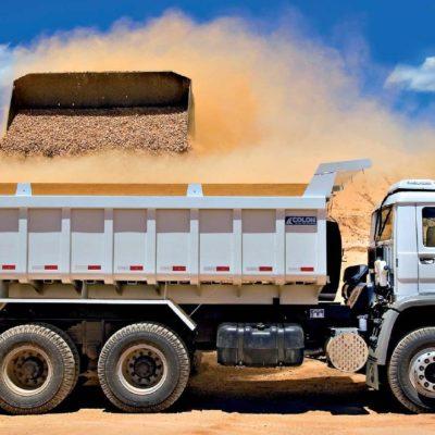 caminhão sendocarregado