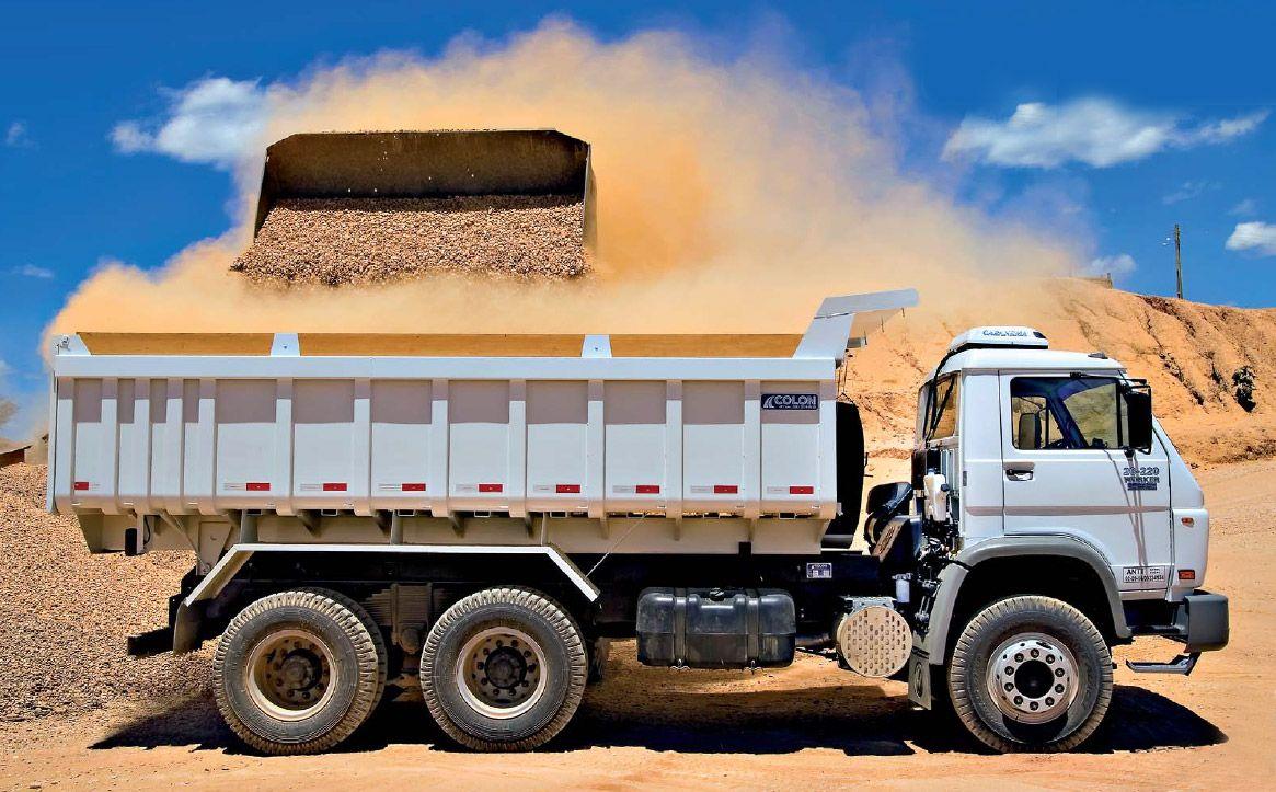 Segurança na operação de caminhões basculantes