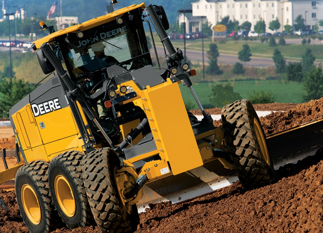 John Deere começa a produzir motoniveladoras no Brasil