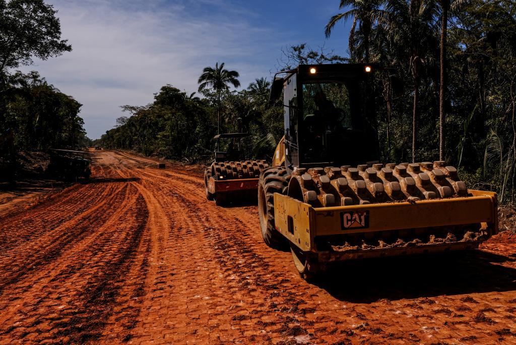 Governo do MT assina contrato para pavimentação de 140 km de rodovia