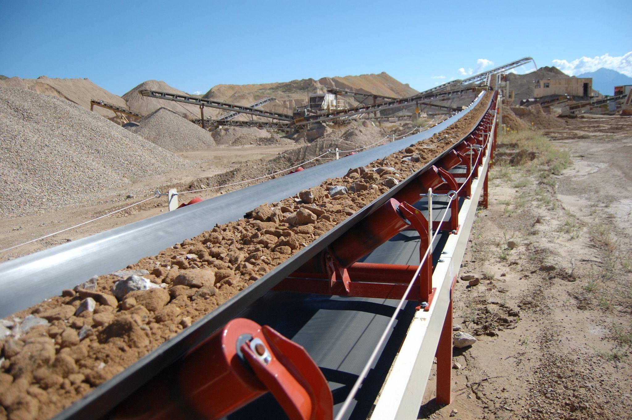 Transporte de material sobre correias avança na mineração